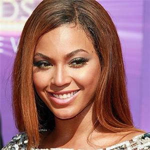 Beyonce often uses fans in her performances