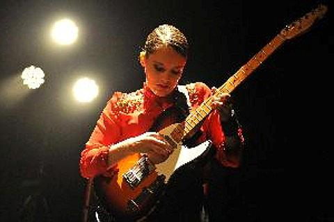 Anna Calvi Tickets